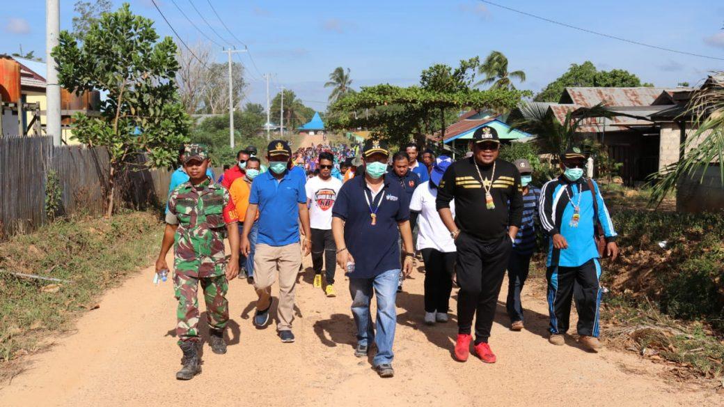 Antusias, Ratusan Warga Jalan Sehat Bersama Kasmidi Bulang
