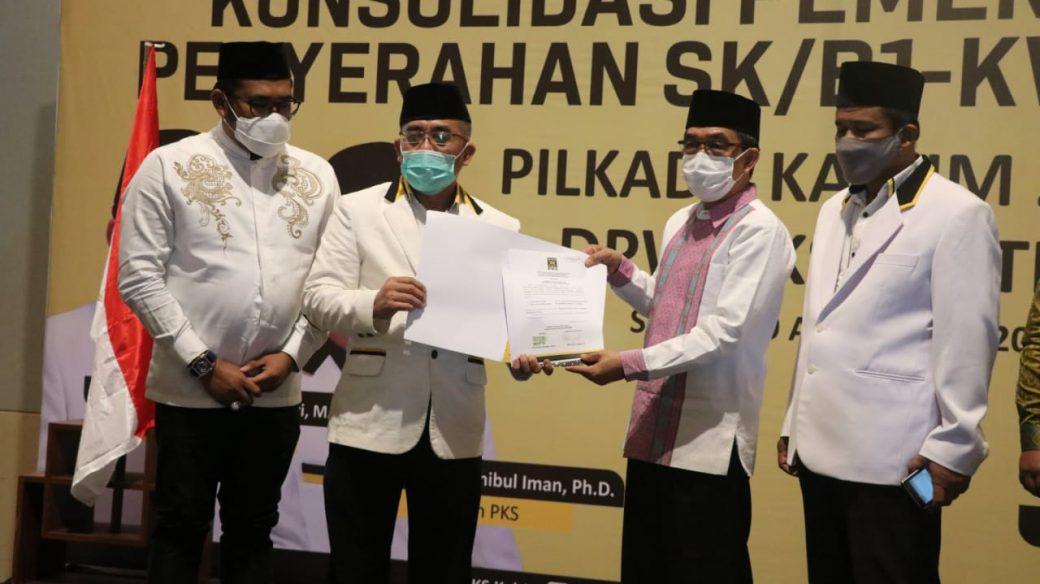 Pasangan AS KB Menerima SK/B1 – KWK Dari Partai Keadilan Sejahtera