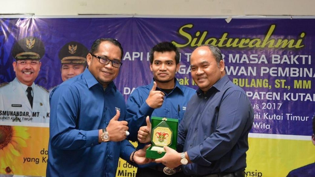 Kasmidi Bulang Ucapkan Selamat pada Muhammad Raizal yang Jabat Ketua Perhapi Kutim