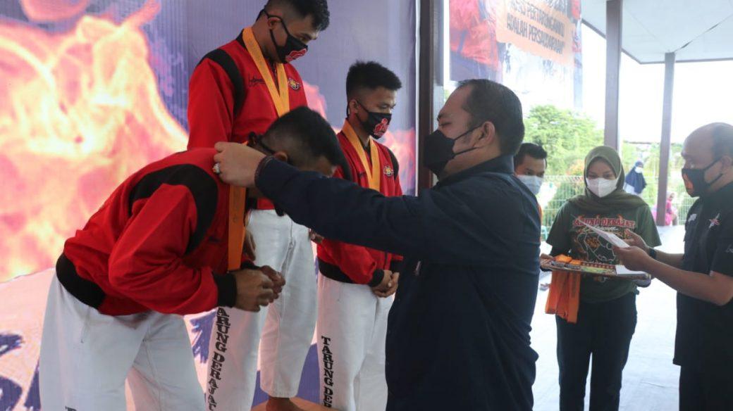 Kutai Timur Raih Juara Umum Pada Kejuaraan Seni Gerak Tarung Derajat Se Kaltim