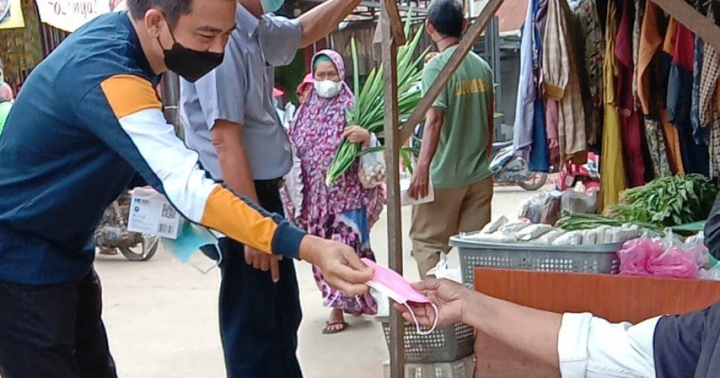 Tim Sukses Calon Kades Sangatta Selatan No 2, Roni Wahyudi, ST Gelar Baksos Dengan Bagi – Bagi Masker dan Penyemprotan Desinfektan