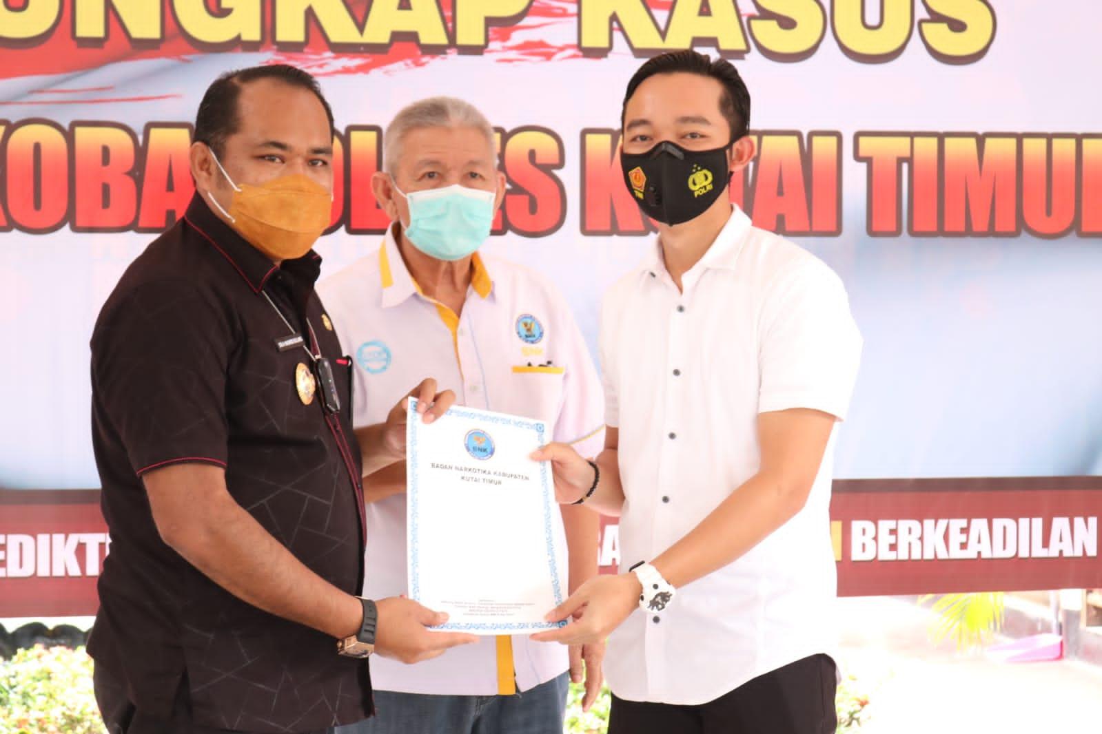 Ketua BNK Kasmidi Bulang Apresisasi Jerih Payah Polres Kutim Dalam Mengungkap Peredaran Narkoba Jenis Shabu 4 Kg
